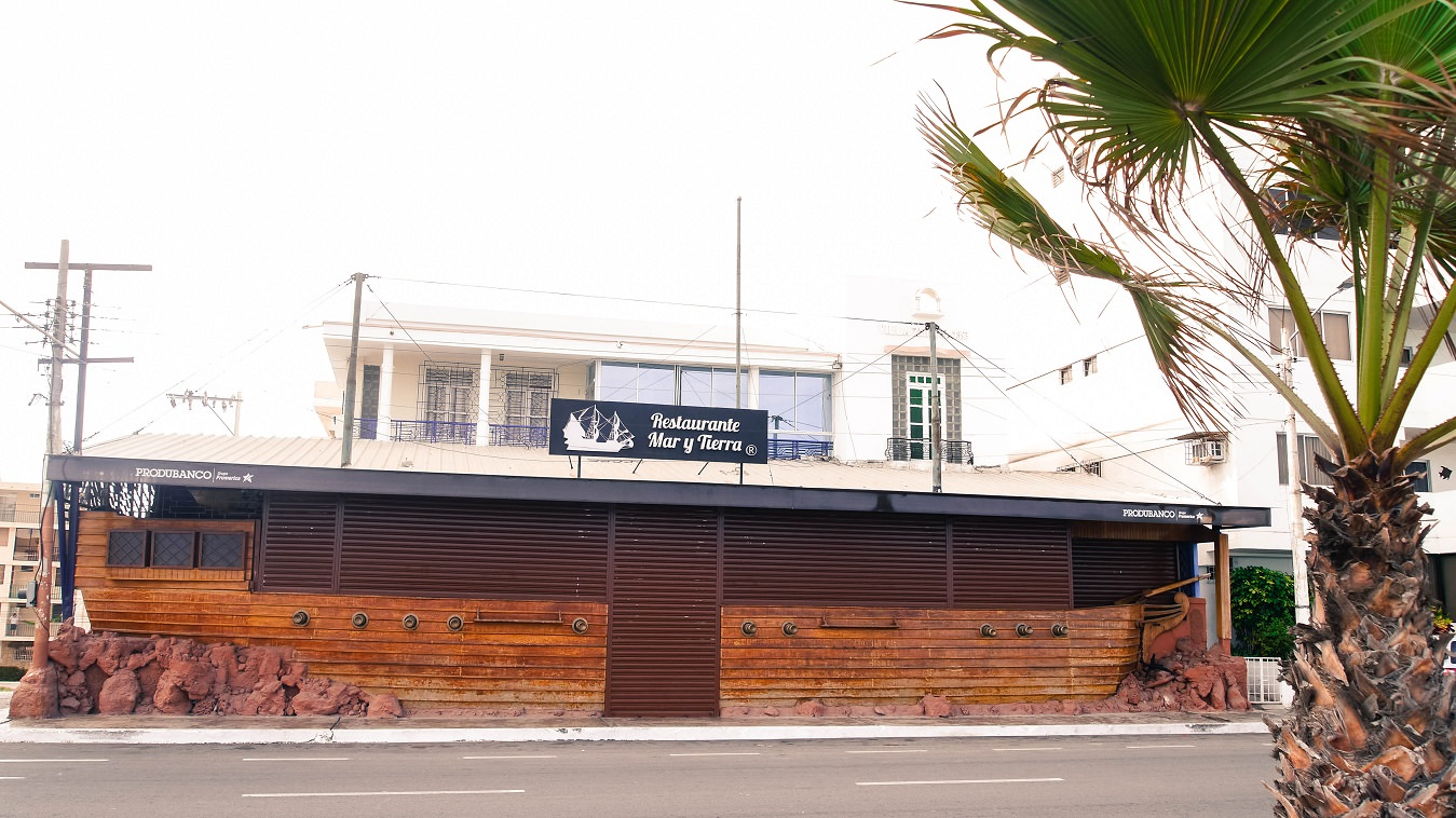 ecuador salinas restaurant ship