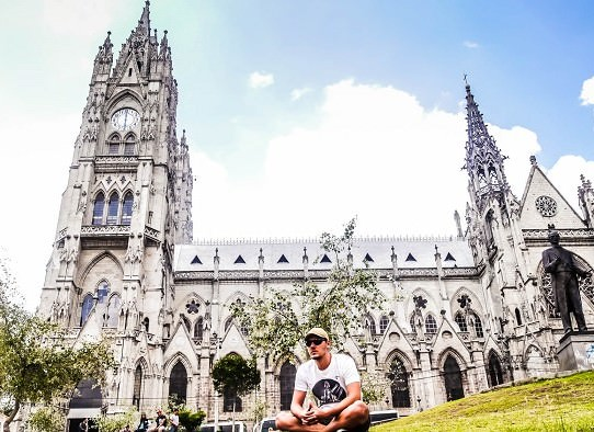 Basilica-Del-Voto-Nacional-Quito-Ecuador-700x394